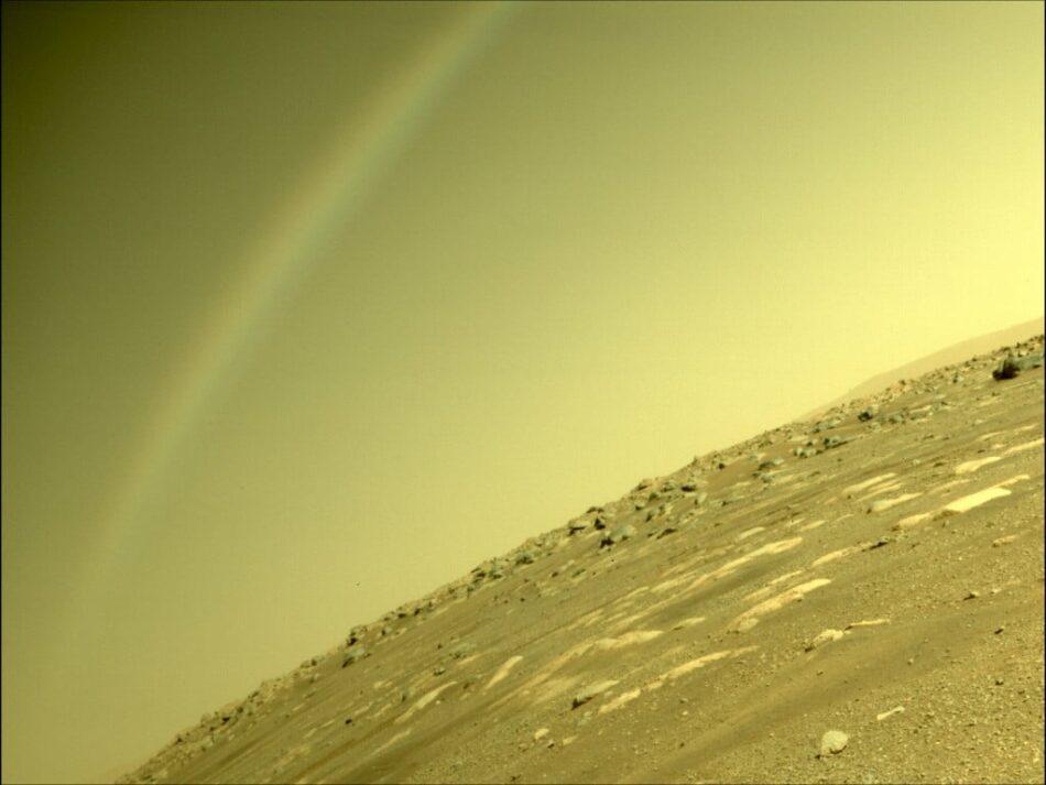Perseverance fotografía un arcoíris en el cielo de Marte